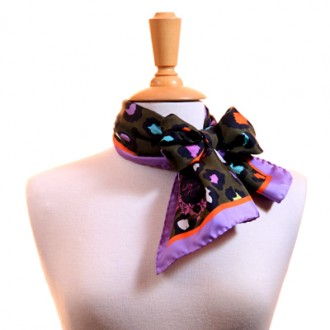 Betty Scarf Khaki bow Mannequin